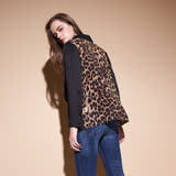ICHE衣哲 動物豹紋羅馬領鉚釘鑲飾拼接造型上衣-黑