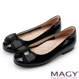 MAGY 甜美少女系 LOGO吊釦牛皮圓頭娃娃鞋-黑色