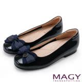 MAGY 甜美少女系 LOGO吊釦牛皮圓頭娃娃鞋-深藍