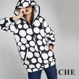 ICHE衣哲 時尚連帽圓點印花鋪棉防風長版造型外套-黑