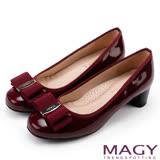 MAGY 品牌經典熱賣款 LOGO飾釦蝴蝶結低跟鞋-酒紅