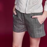 ICHE衣哲 英式格紋簡約百搭挺版雙口袋造型短褲-咖