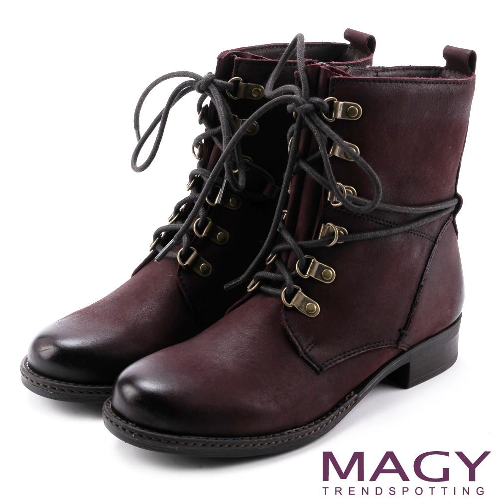 MAGY 粗曠中性帥氣 柔軟牛皮拉鍊綁帶軍靴-酒紅