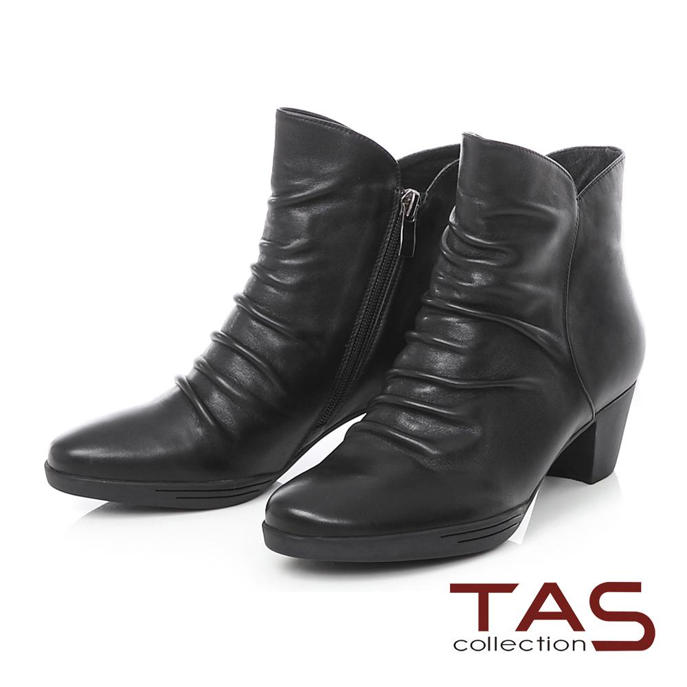 TAS 牛皮抓皺素面斜口粗跟短靴-帥氣黑