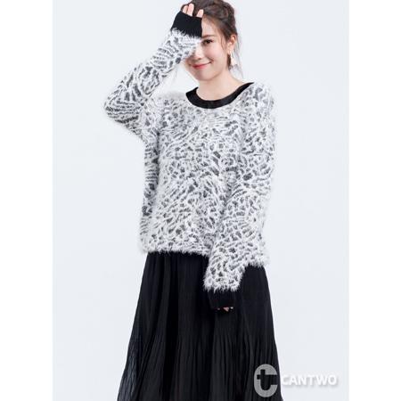 CANTWO豹紋羽絨紗針織上衣白色款
