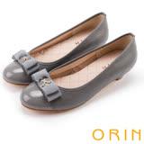 ORIN 優雅甜美系 蝴蝶結飾釦嚴選壓紋牛皮低跟鞋-灰色