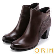 ORIN 經典復古 側後壓紋牛皮粗高跟短靴-咖啡