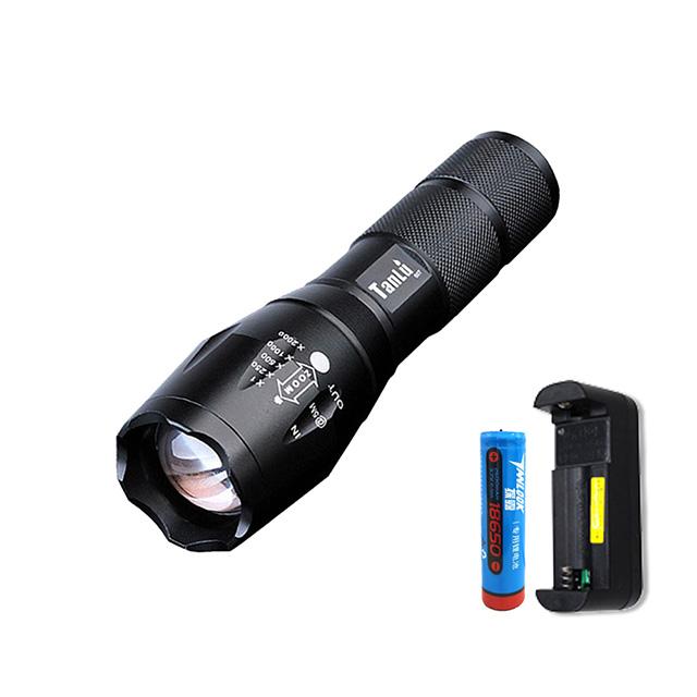 輕筒身超亮遠射 LED防水變焦手電筒