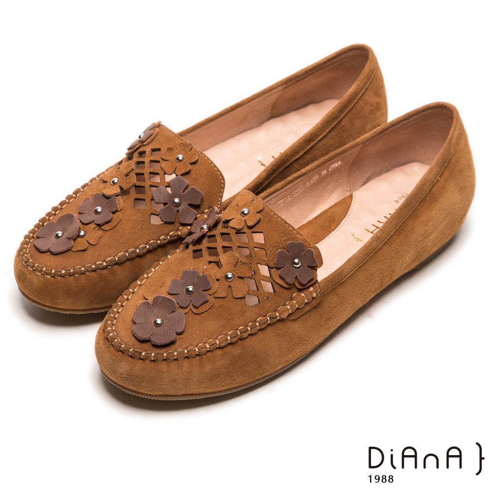 DIANA 舒壓樂活--簍空雙色小花真皮懶人鞋-棕