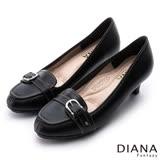 DIANA 漫步雲端焦糖美人款--皮帶飾釦真皮低跟鞋-黑