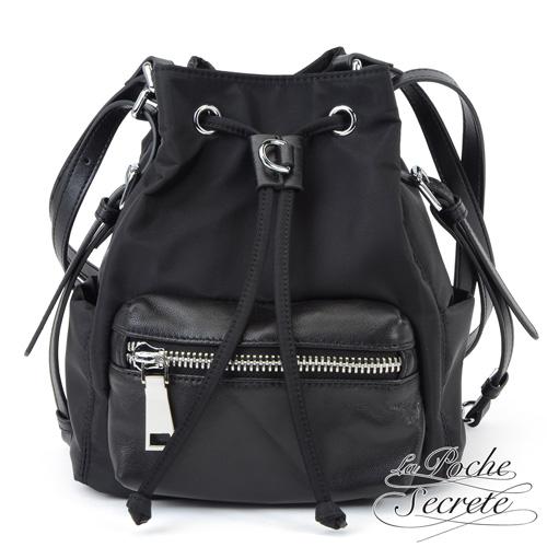 La Poche Secrete 輕盈時尚多WAY口袋側背後背水桶包-百搭黑