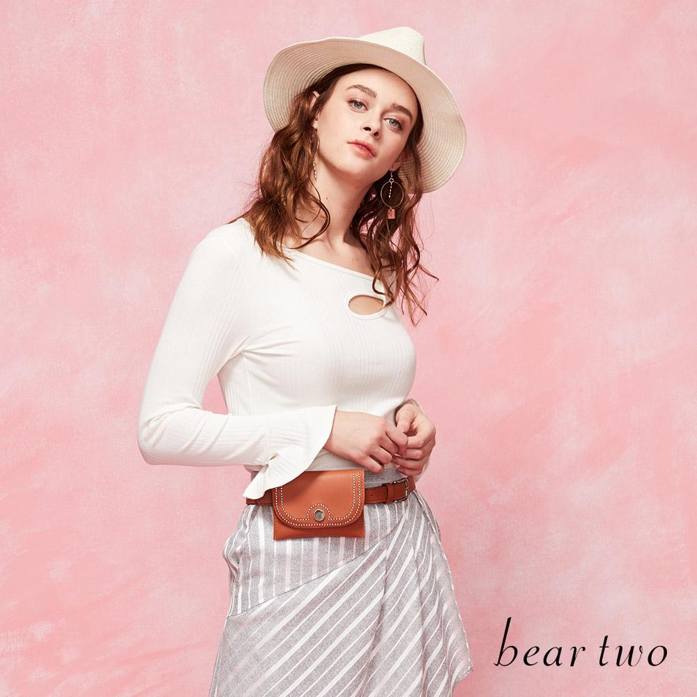 beartwo小心機側肩挖空合身造型上衣(三色)