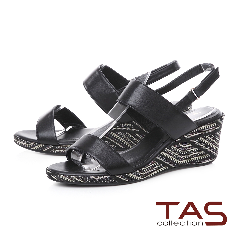 TAS 圖騰刺繡寬版繫帶楔型涼鞋-焦點黑