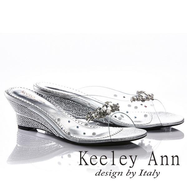 Keeley Ann高貴質感~亮澤水鑽飾釦滾邊楔形拖鞋(銀色831003127)