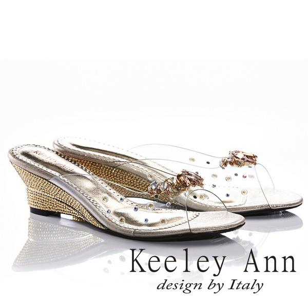 Keeley Ann高貴質感~亮澤水鑽飾釦滾邊楔形拖鞋(金色831003137)