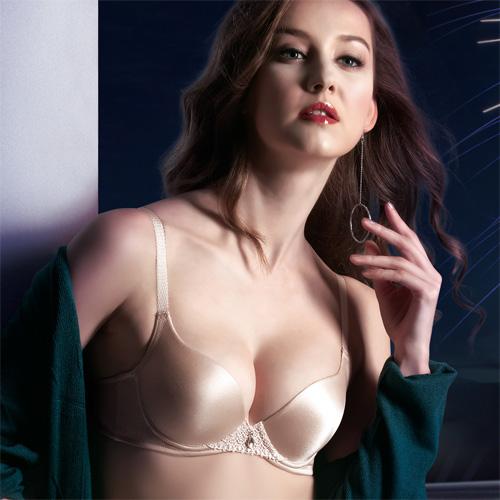 華歌爾莎露-旅行郵輪系列 C-D 罩杯內衣(香檳膚)簡單集中包覆-增量型胸罩