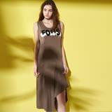 ICHE 衣哲 時尚字母鑽飾不規則下擺長版背心洋裝-咖
