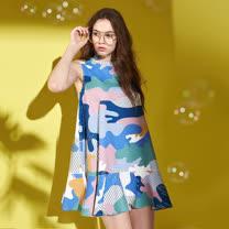 預購商品-藝術家靈感設計色塊印花荷葉寬襬挺版拼接造型上衣-藍