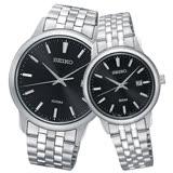 SEIKO 精工 經典石英對錶 不鏽鋼錶帶 黑色錶面 防水100米/50米 日期顯示 SUR261P1+SUR663P1
