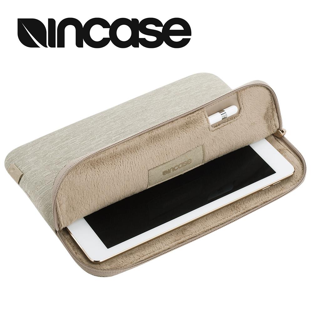 【INCASE】Slim Sleeve iPad Pro 9.7吋適用 附觸控筆插槽 簡約輕薄平板保護內袋 / 防震包 (卡其)