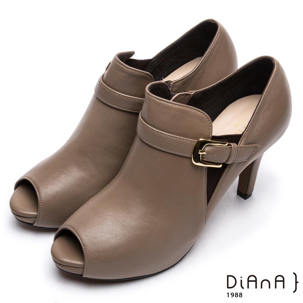 DIANA 時尚美型--原色流線型腳踝繫帶魚口跟鞋 -卡其