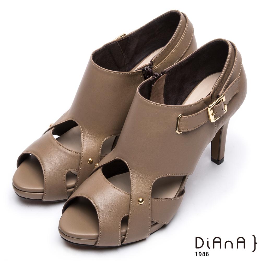 DIANA 時尚美型--原色流線型腳踝繫帶魚口跟鞋 –卡其