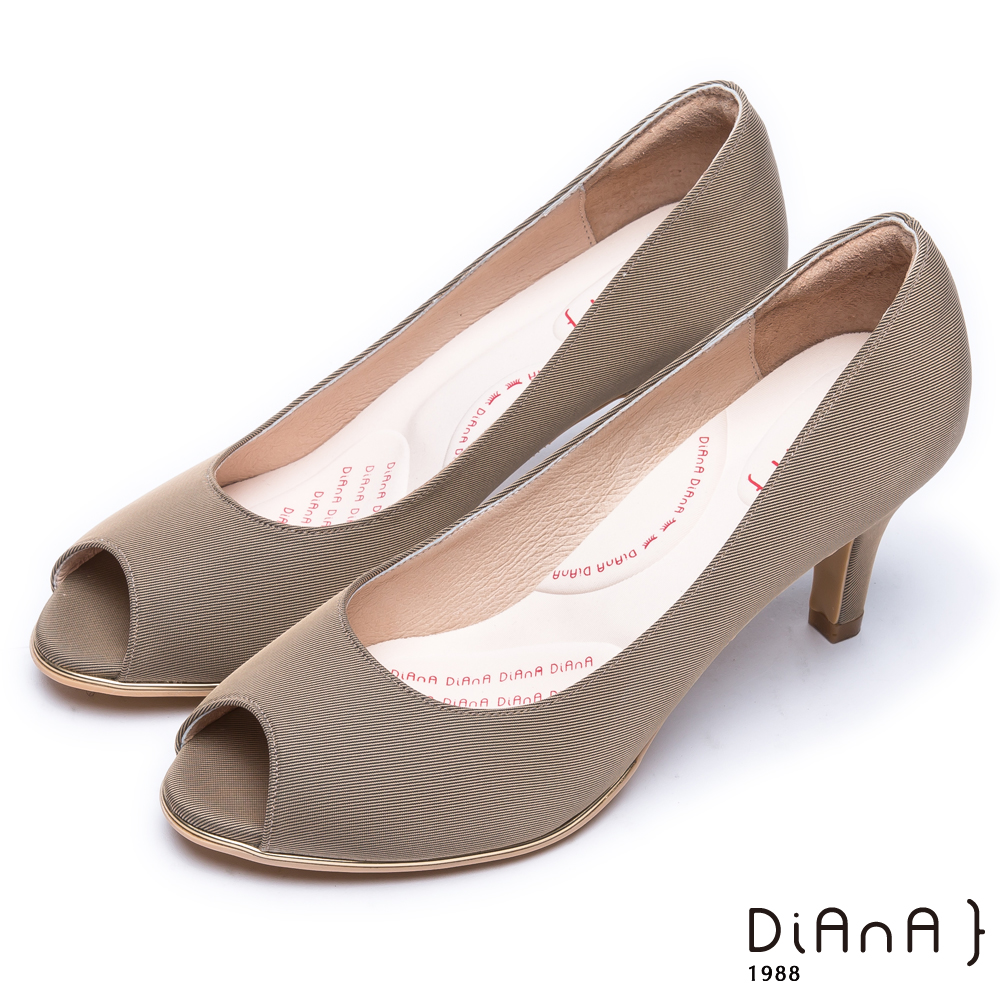 DIANA 漫步雲端輕盈美人款—日系原色防潑水羅馬紋魚口跟鞋 -卡其