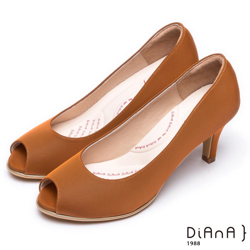 DIANA 漫步雲端輕盈美人款—日系原色防潑水羅馬紋魚口跟鞋 -焦糖棕