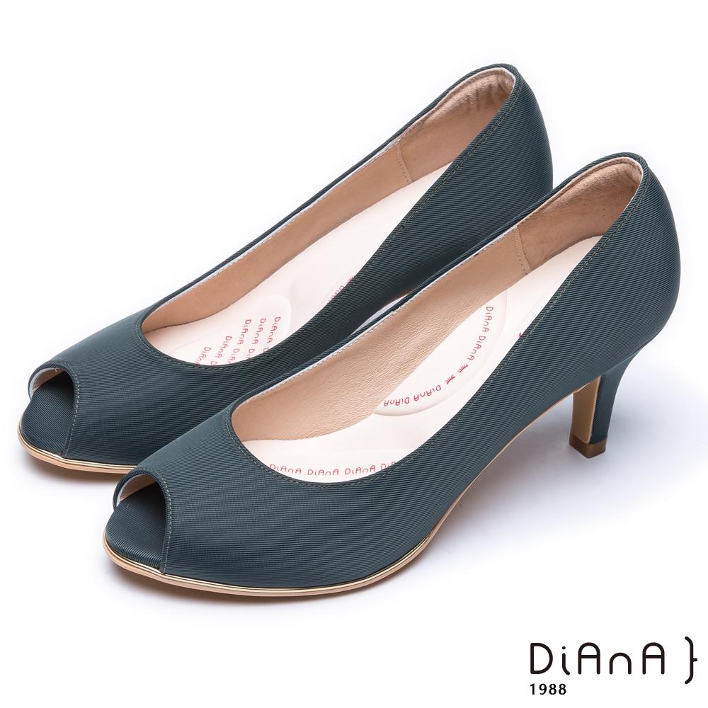 DIANA 漫步雲端輕盈美人款—日系原色防潑水羅馬紋魚口跟鞋 -灰藍