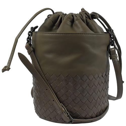 BOTTEGA VENETA 經典手工編織小牛皮斜背束口水桶包.大象灰