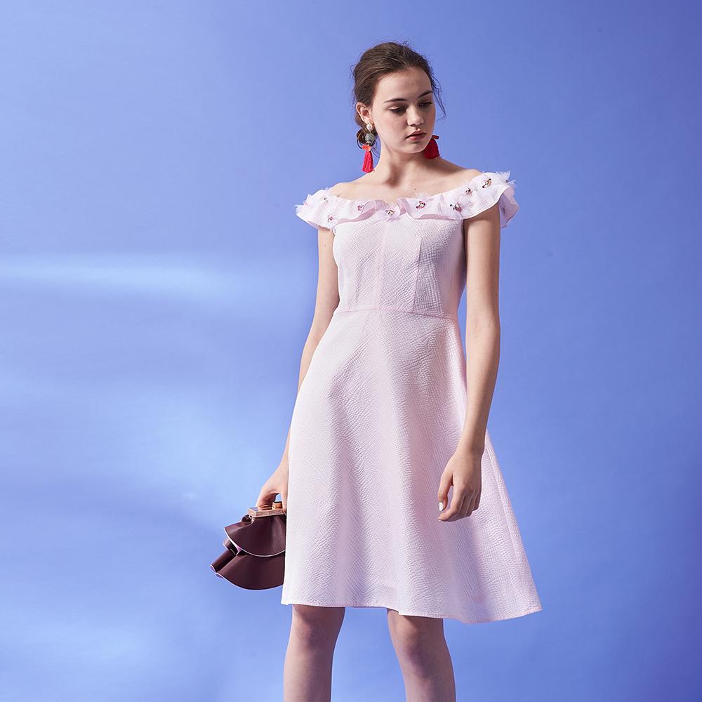 ICHE 衣哲 精緻3D立體鑲飾荷葉平口領剪裁造型禮服洋裝-粉