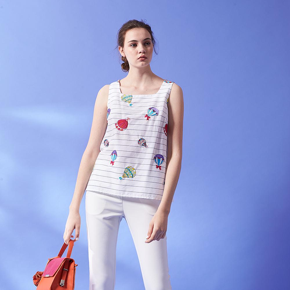 ICHE 衣哲 時尚俏皮刺繡圖案線條印花方領造型無袖上衣-白
