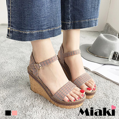 【Miaki】涼鞋.寬版格紋金屬扣厚底楔型涼鞋 (黑色 / 粉色)