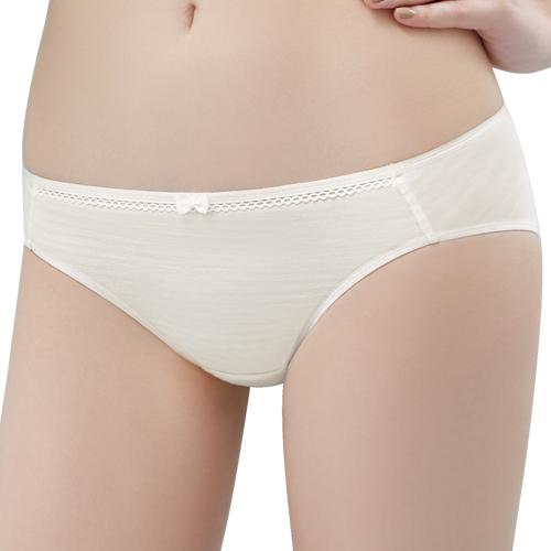 【思薇爾】小冰冰純真風系列M-XL素面低腰三角內褲(奶油色)