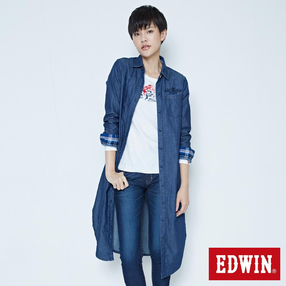 EDWIN 江戶勝 側開叉牛仔長版襯衫-女-拔洗藍