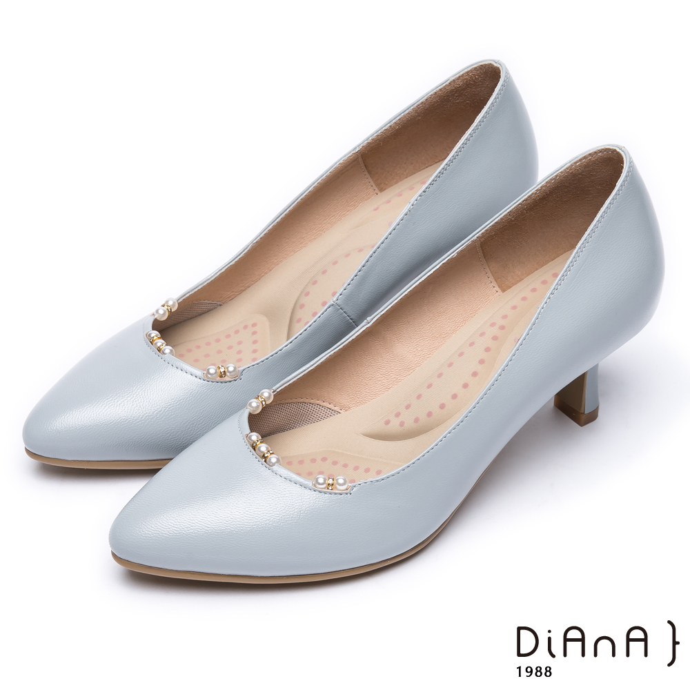 DIANA 漫步雲端輕盈美人款--優雅珍珠點綴鞋口真皮跟鞋 –淺灰