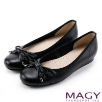 MAGY 清新氣質系女孩 鞋頭壓紋牛皮娃娃鞋-黑色