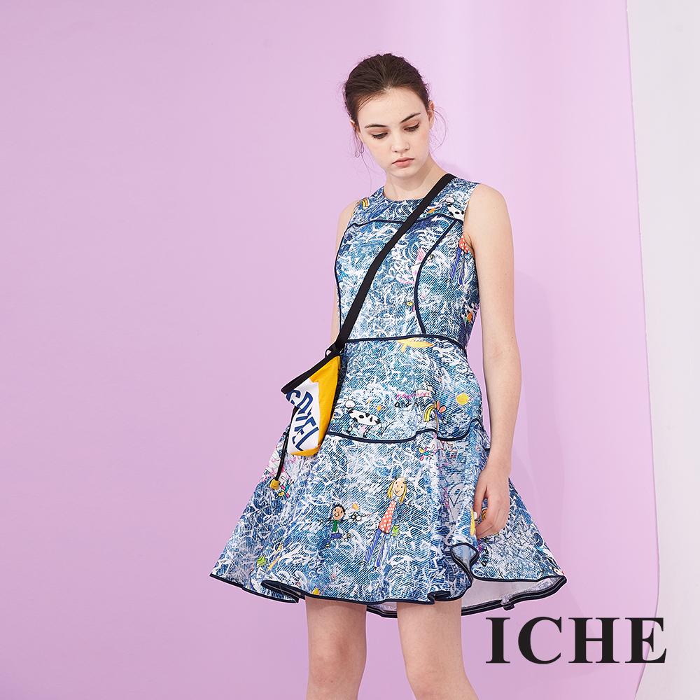 ICHE 衣哲 時尚造型印花滾邊修身設計傘擺禮服洋裝-藍