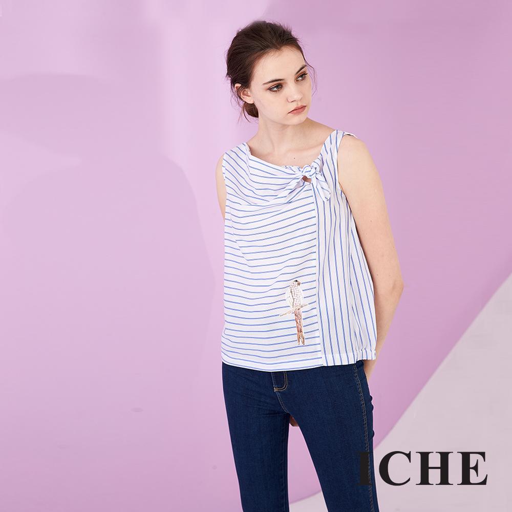 ICHE 衣哲 造型領口蝴蝶結飾條紋印花無袖造型上衣-藍