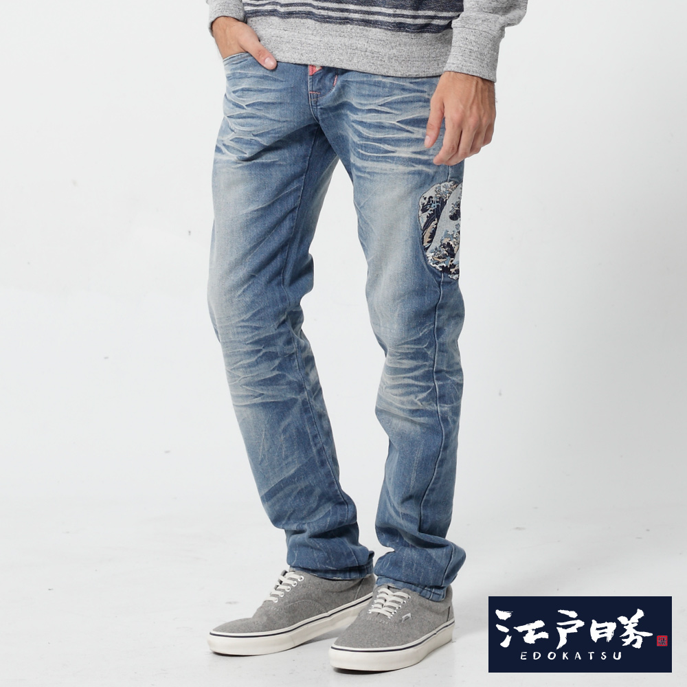 EDWIN 江戶勝 海浪刺繡紅布邊 窄直筒牛仔褲-男款 漂淺藍