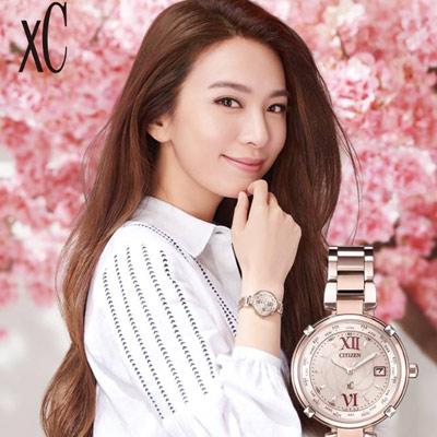CITIZEN 星辰 xC系列愛戀玫瑰光動能電波鈦金屬腕錶 EC1048-54W