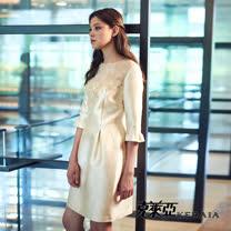 【KERAIA 克萊亞】光澤感蕾絲收腰短洋裝