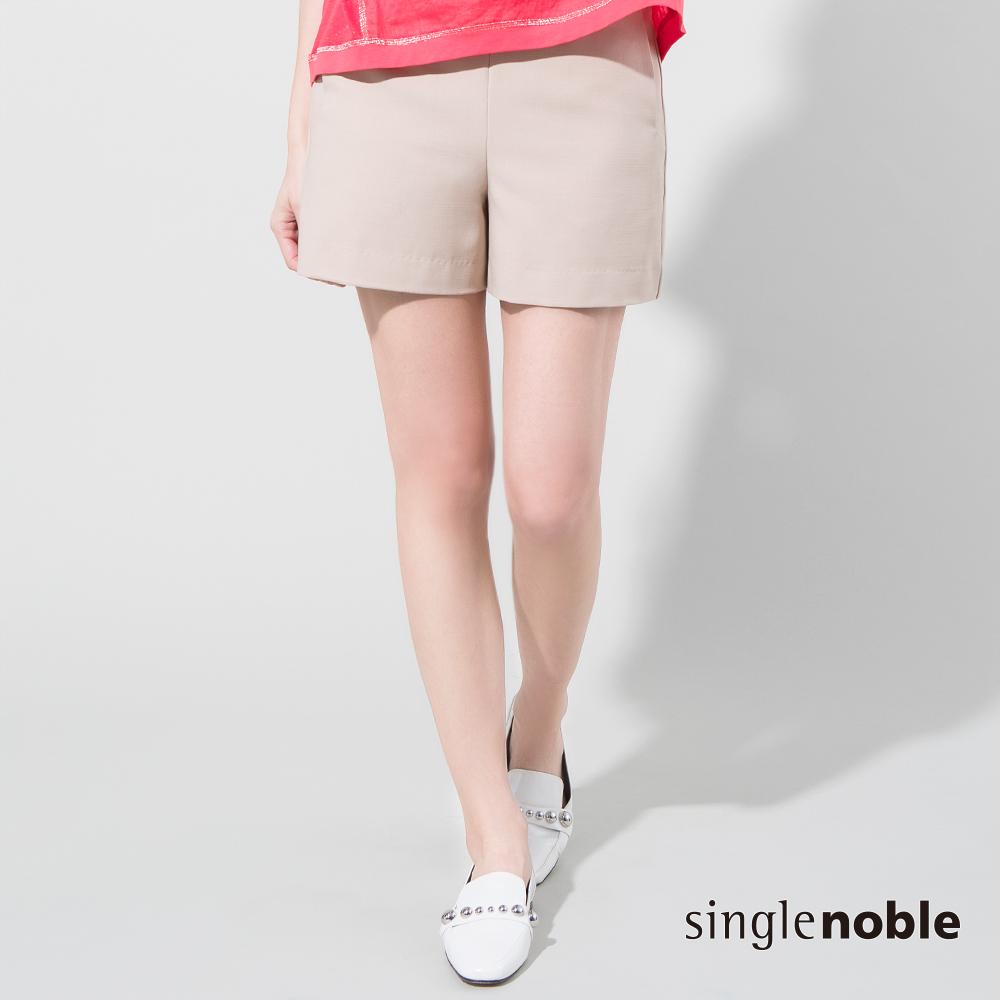 獨身貴族 輕盈雅痞後拉鍊素色西裝短褲(2色)