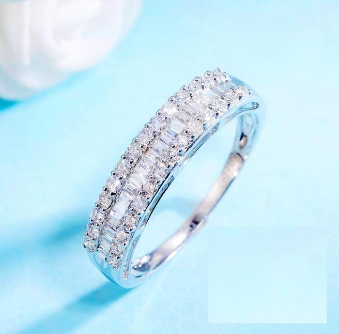 【光彩珠寶】18K金鑽石排戒
