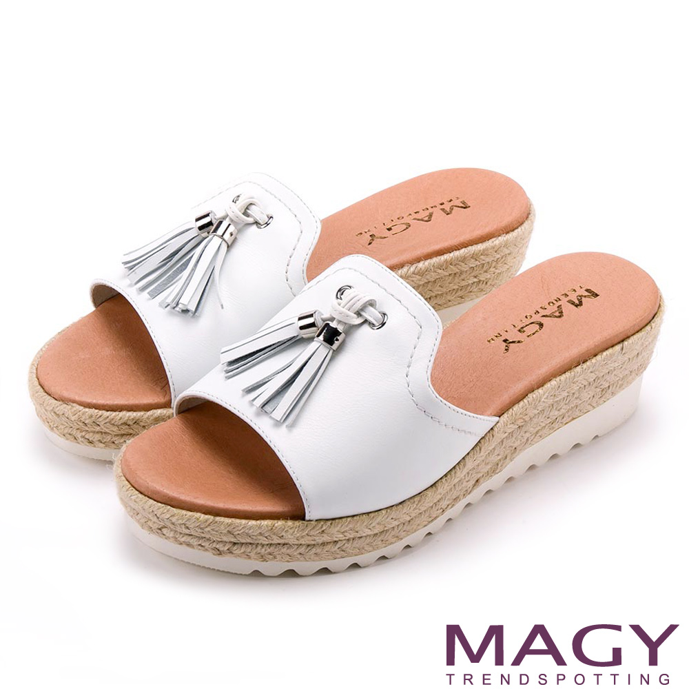 MAGY 復古風潮時尚 流蘇點綴麻編楔型拖鞋-白色