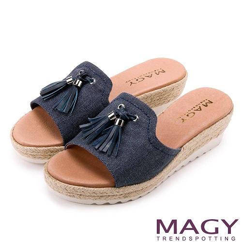 MAGY 復古風潮時尚 流蘇點綴麻編楔型拖鞋-藍色