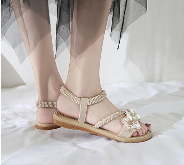 【Maya easy】朵朵花開夾腳平底涼鞋/沙灘鞋-白色