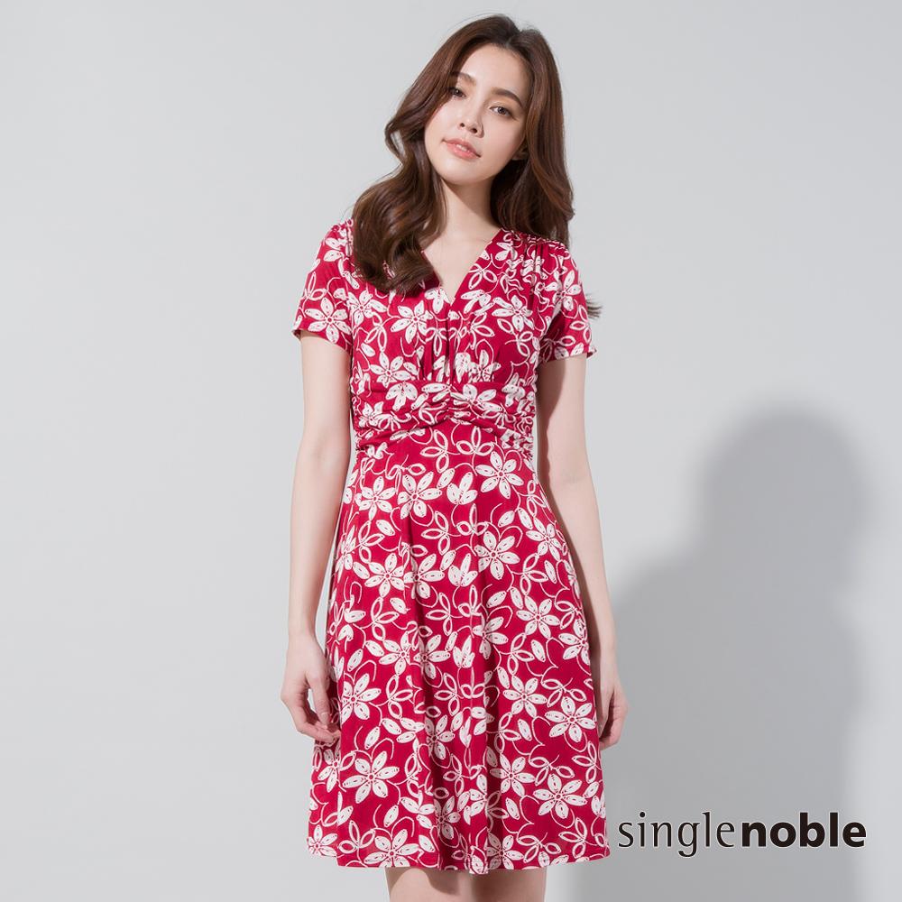 獨身貴族 花漾夏日打褶V領印花洋裝(2色)