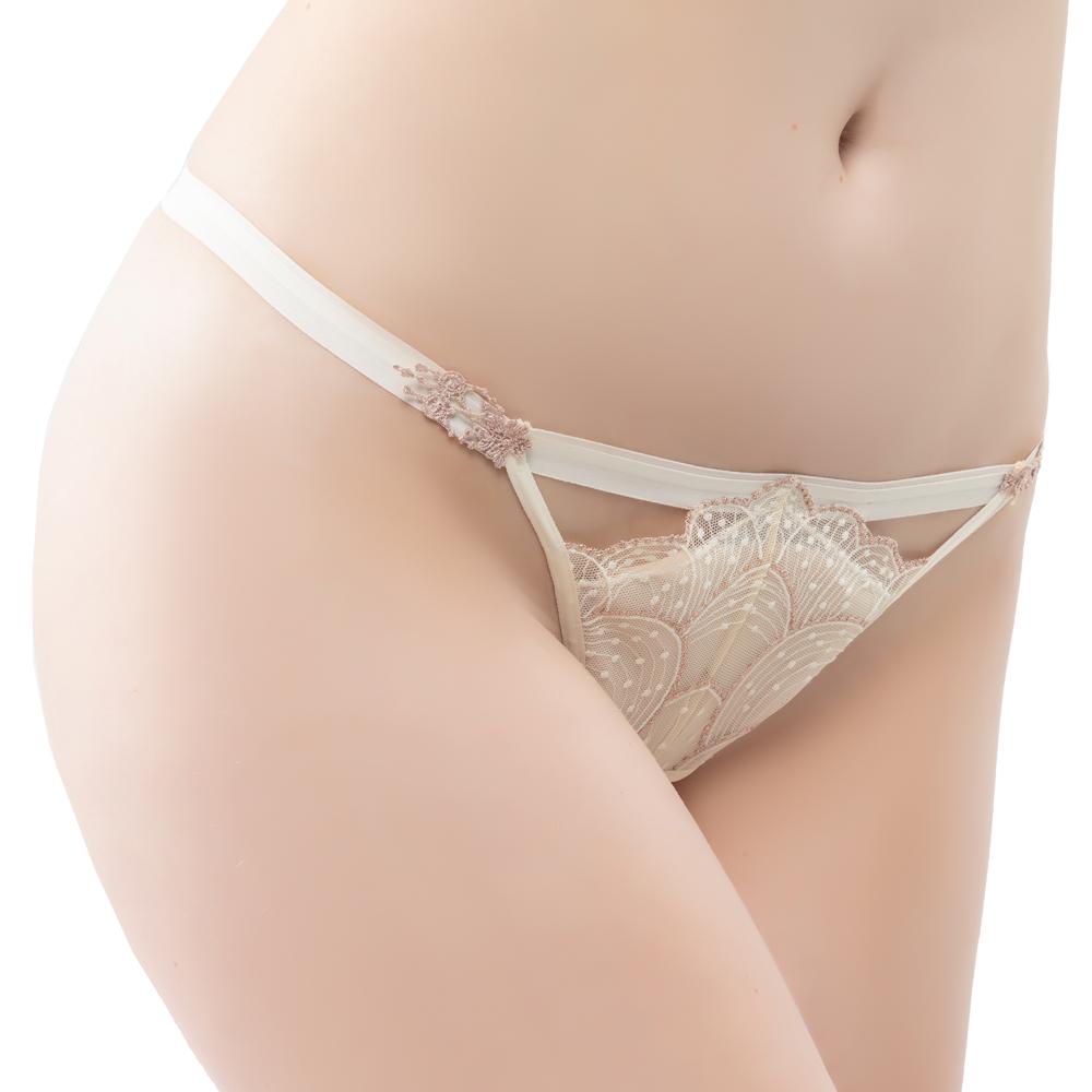 【思薇爾】流金巴洛克系列M-XL蕾絲低腰丁字褲(奶香黃)