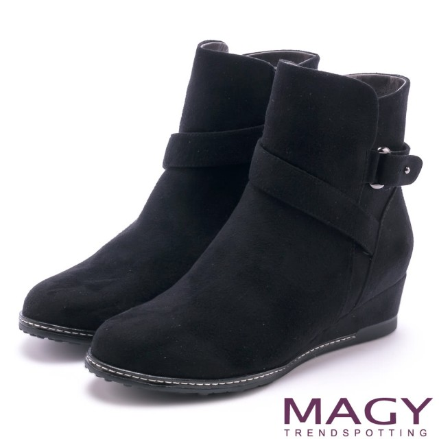 【MAGY】簡約率性風 斜細條帶造型低跟短靴(黑色)